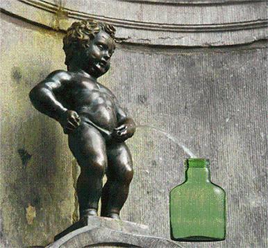 铜雕撒尿小男孩